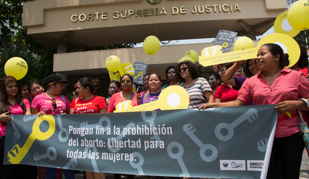 Women's rights activists outside El Salvador's Supreme Court on the day Amnesty International and Agrupacion Ciudadana por la Despenalizacion del Aborto presented over 300,000 petitions calling for the decriminalisation of abortion. San Salvador,22 April, 2015