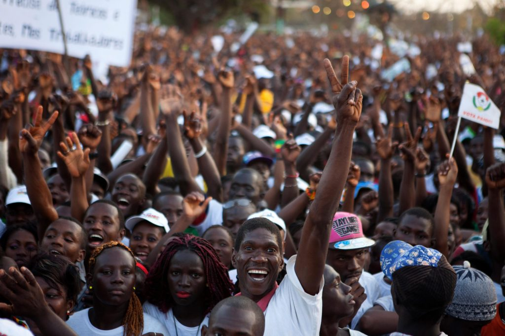 Guinea-Bissau - supporters of presidential candidate Jose Mario Vaz cheer at a campaign rally in Bissau, Guinea-Bissau, April 11, 2014. Guinea-Bissau is holding a presidential election on Sunday. REUTERS/Joe Penney (GUINEA-BISSAU - Tags: ELECTIONS POLITICS)
