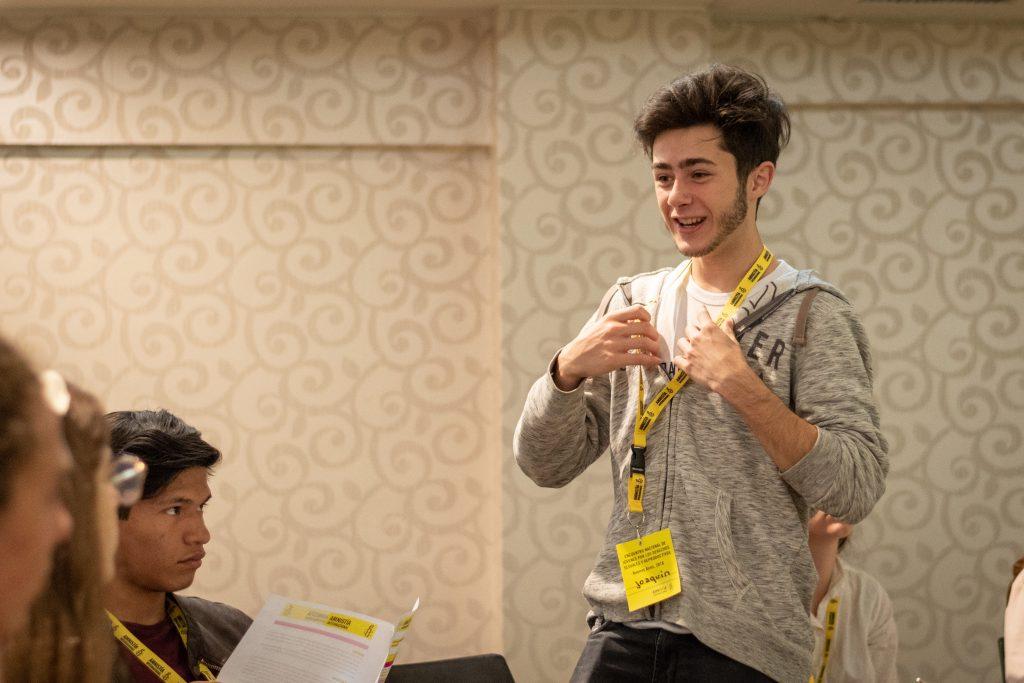 Joaco Herrero habla durante un taller de Derechos Sexuales y Reproductivos. © Demian Marchi